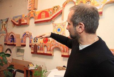 Преподаватель ИрГТУ, Заслуженный художник России Сергей Элоян готовится к росписи Князе-Владимирского храма