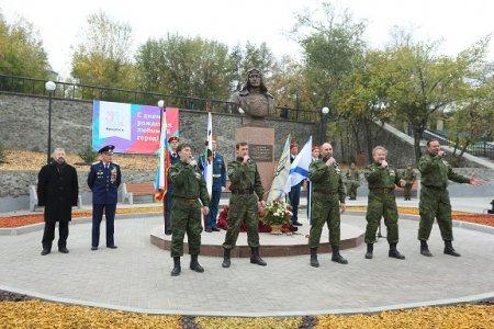 В Иркутске открыли новый сквер и памятник Николаю Челнокову
