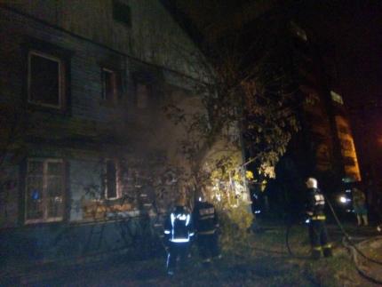 17 человек были эвакуированы из жилого дома в Иркутске из-за пожара