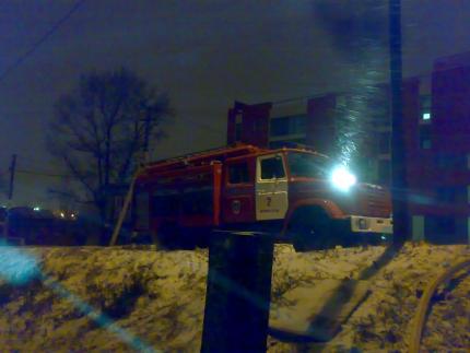 13 жителей многоквартирного дома спасли на пожаре в Иркутске