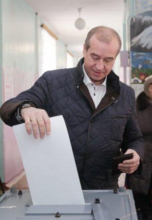 Губернатор Иркутской области Сергей Левченко проголосовал на выборах Президента РФ