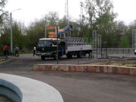 Претензионные работы дали результат: подрядчик приступил к замене модульной сцены в парке 10-летия Ангарска