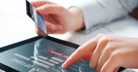 Полиция просит граждан быть внимательными при общении с незнакомыми людьми и осуществлении электронных платежей