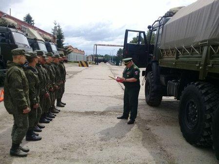 Сотрудники полиции и военной автомобильной инспекции проверили использование ремней безопасности водителями спецтранспорта