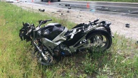 Полицейские разбираются в обстоятельствах ДТП, в котором погиб мотоциклист