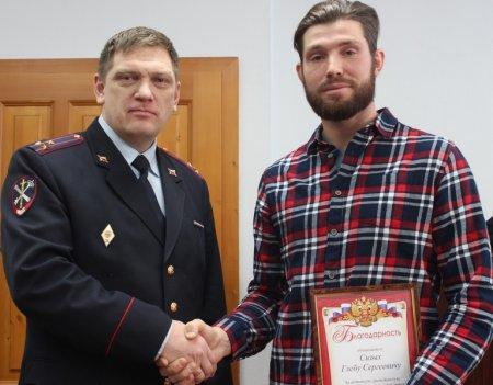 В Иркутске полицейские и общественный совет наградили отважного школьника, предотвратившего тяжкое преступление