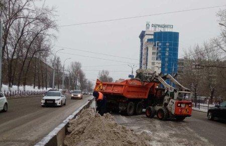 В выходные дни в Иркутске на уборке улиц будет задействовано более 100 единиц специализированной техники