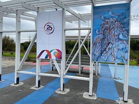Выставка произведений иркутских художников открылась на набережной реки Ушаковки
